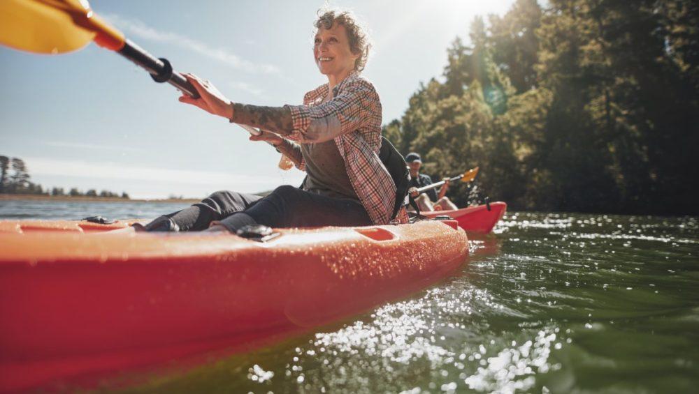 Femme pratiquant le canoë